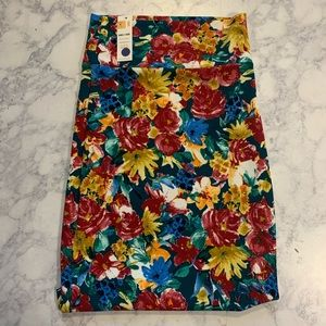 5 for $25 Agnes & Dora floral pencil skirt